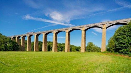 1805 г Акведук-мост Понткисиллте в Британии