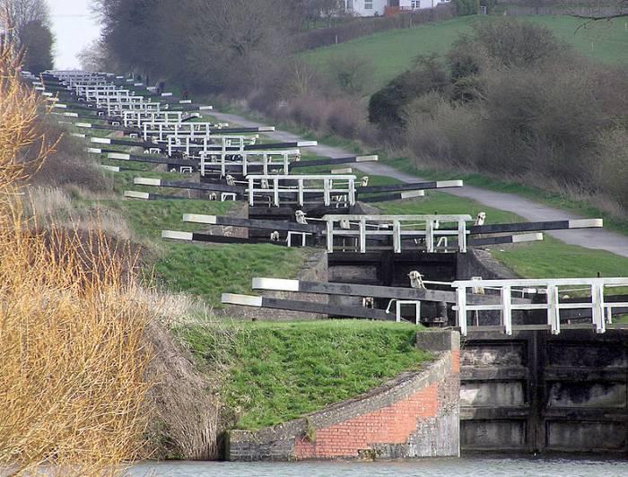 Caen_hill_locks